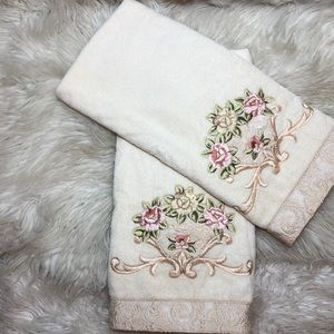 AVANTI CREAM EMBROIDERED BATH HAND TOWELS